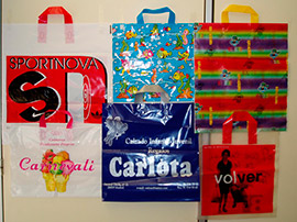 Bosses plàstic personalitzades diferents formats, nansa tipus samarreta, encunyada i llaç